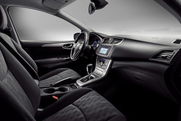 Интерьер салона Nissan Tiida