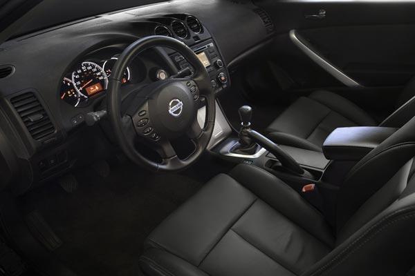 Интерьер салона Nissan Altima Coupe