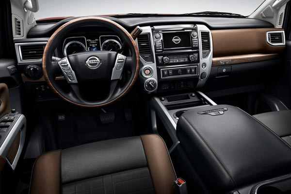 Интерьер салона Nissan Titan XD