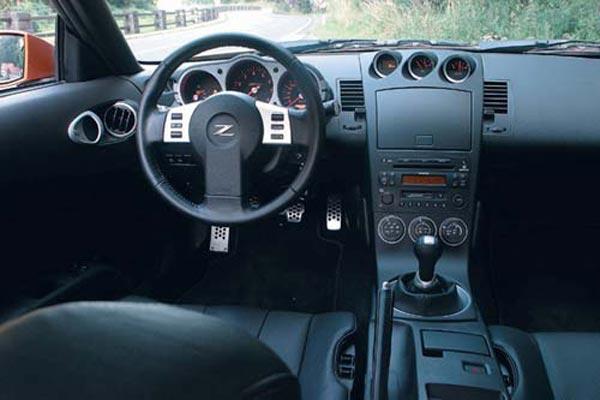 Интерьер салона Nissan 350Z