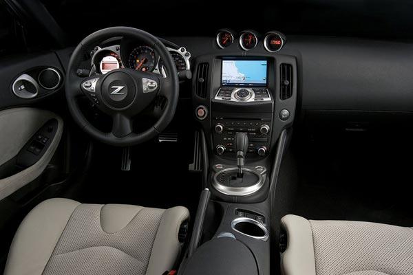 Интерьер салона Nissan 370Z