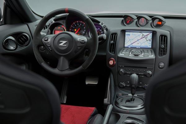 Интерьер салона Nissan 370Z Nismo