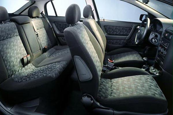 Интерьер салона Opel Astra Sedan