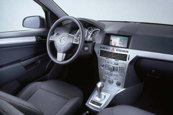 Интерьер салона Opel Astra GTC