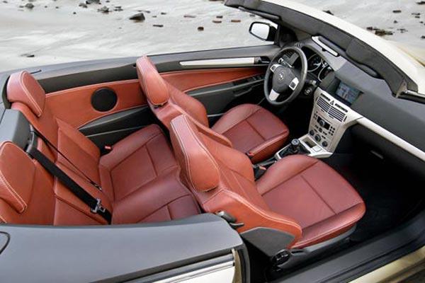 Интерьер салона Opel Astra TwinTop