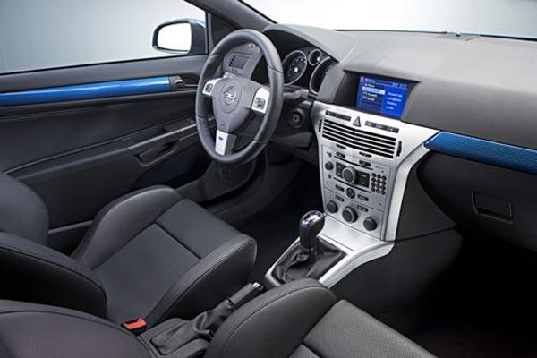 Интерьер салона Opel Astra OPC