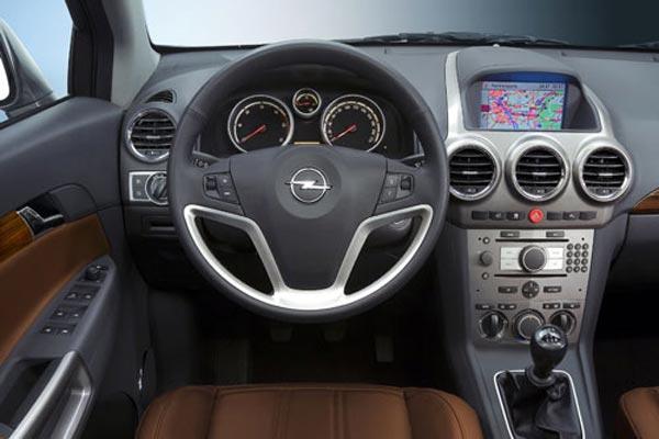 Интерьер салона Opel Antara