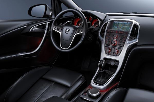 Интерьер салона Opel Astra Sports Tourer