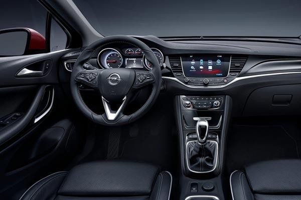 Интерьер салона Opel Astra