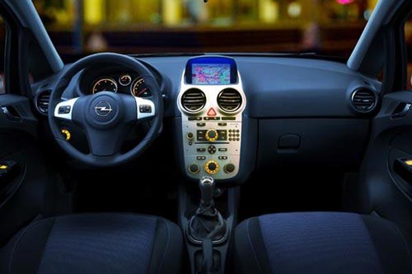 Интерьер салона Opel Corsa