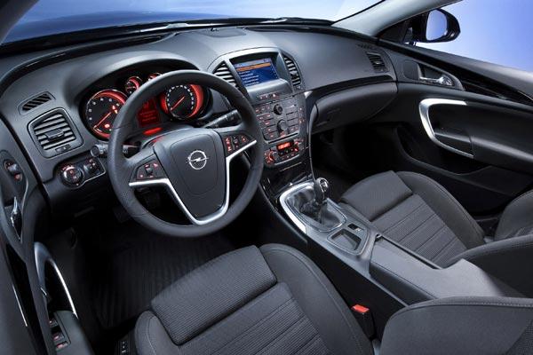 Интерьер салона Opel Insignia