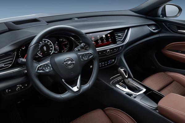 Интерьер салона Opel Insignia Sports Tourer