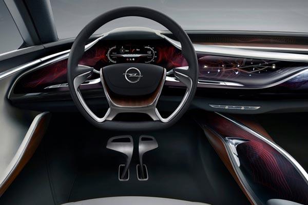 Интерьер салона Opel Monza