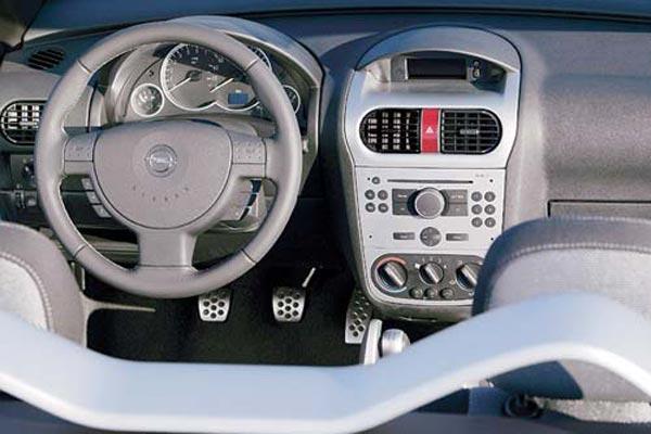 Интерьер салона Opel Tigra