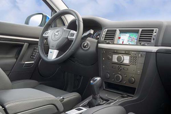 Интерьер салона Opel Vectra Caravan OPC