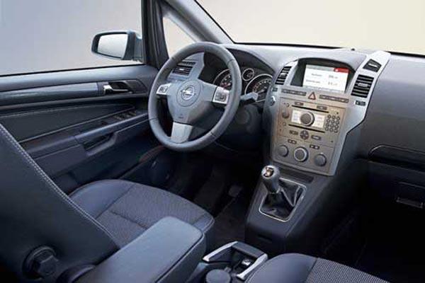 Интерьер салона Opel Zafira