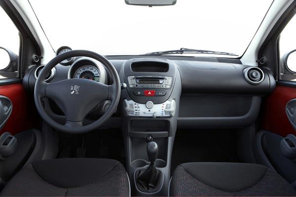 Интерьер салона Peugeot 107