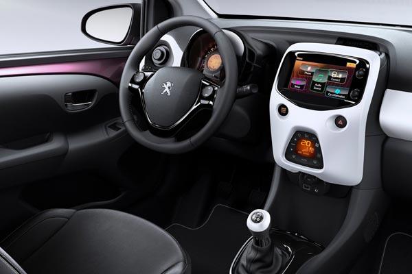 Интерьер салона Peugeot 108 3-Door