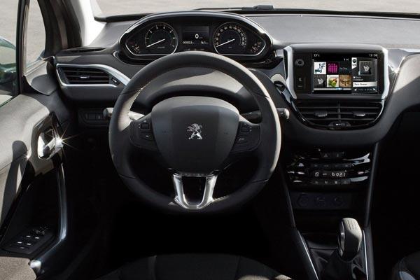 Интерьер салона Peugeot 208 3-Door