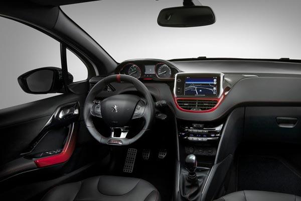 Интерьер салона Peugeot 208 GTi