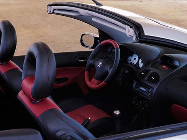Интерьер салона Peugeot 206 CC