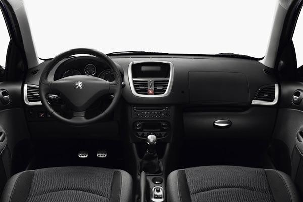 Интерьер салона Peugeot 206 plus