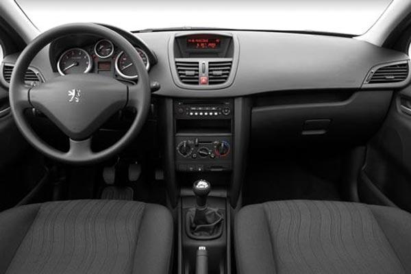 Интерьер салона Peugeot 207