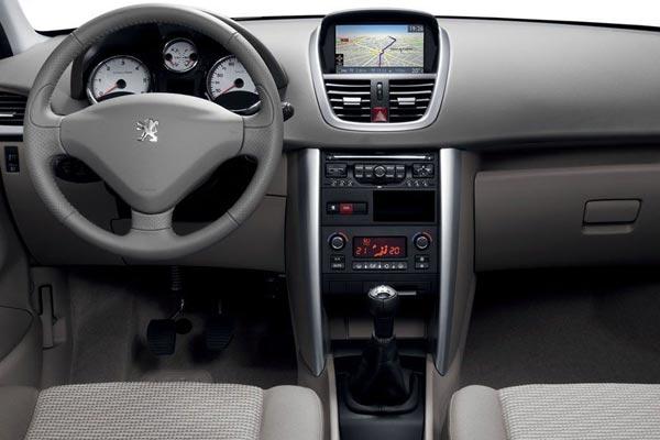 Интерьер салона Peugeot 207 SW