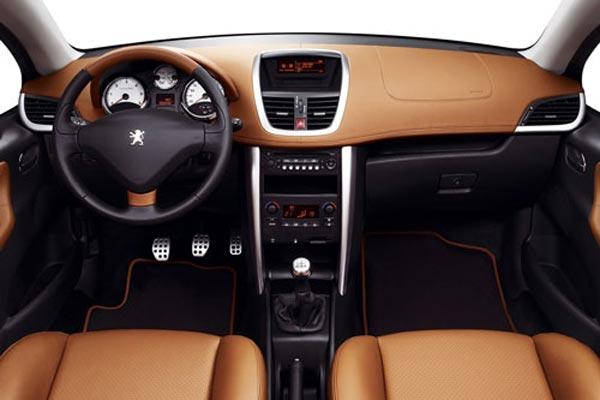 Интерьер салона Peugeot 207 CC