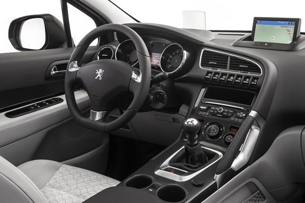 Интерьер салона Peugeot 3008