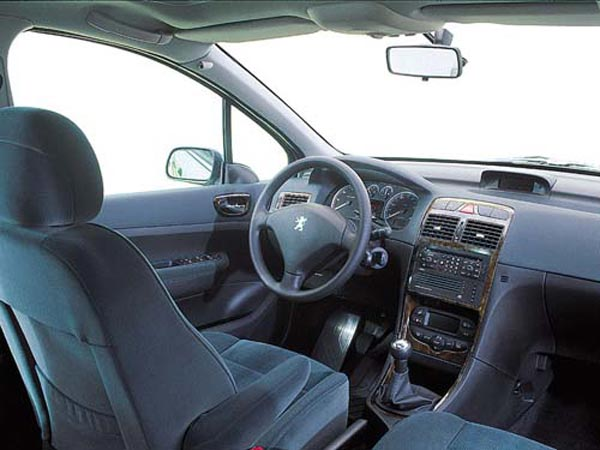 Интерьер салона Peugeot 307