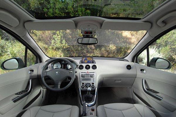 Интерьер салона Peugeot 308