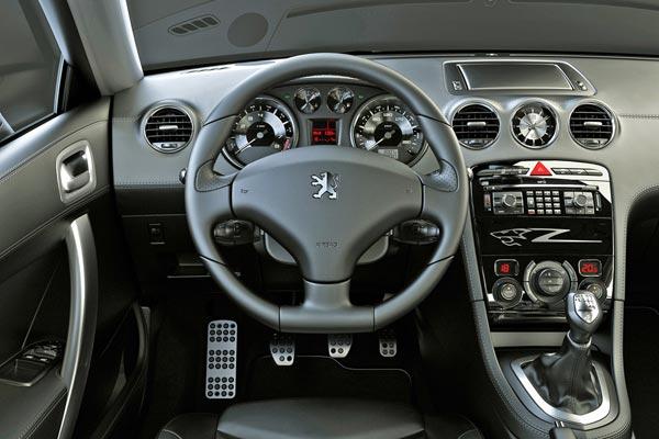 Интерьер салона Peugeot 308 RC Z