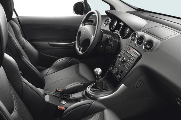Интерьер салона Peugeot 308 GT