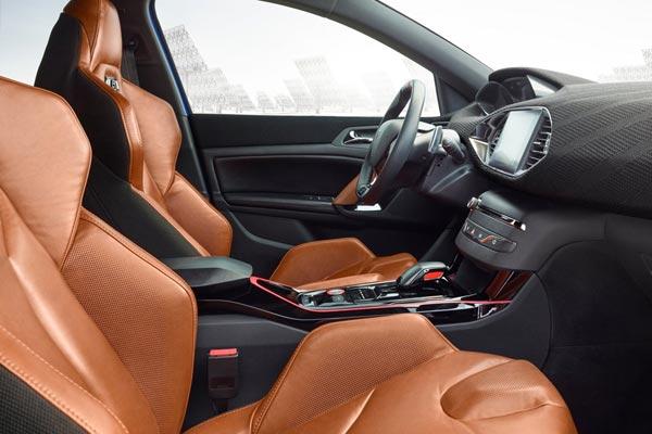 Интерьер салона Peugeot 308 R Hybrid