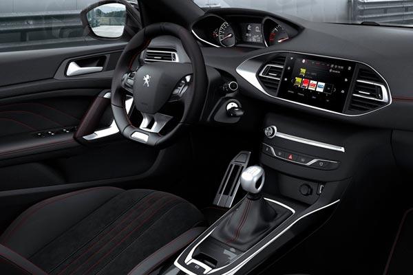 Интерьер салона Peugeot 308 SW GT