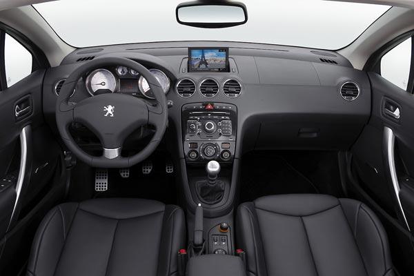 Интерьер салона Peugeot 308 CC