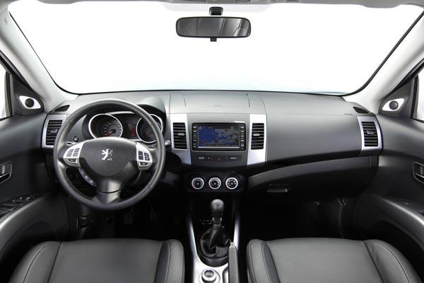 Интерьер салона Peugeot 4007