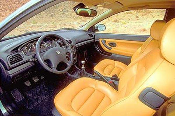 Интерьер салона Peugeot 406 Coupe