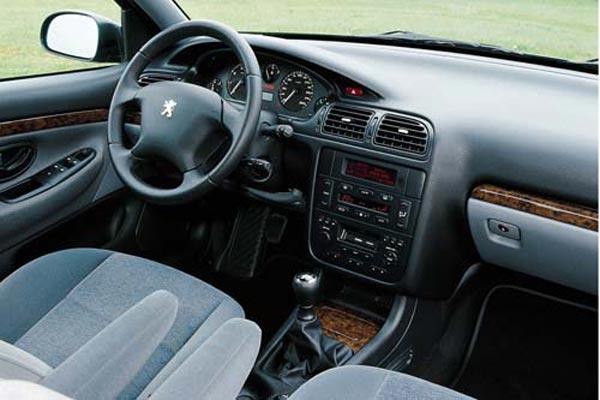 Интерьер салона Peugeot 406