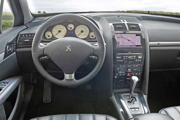 Интерьер салона Peugeot 407