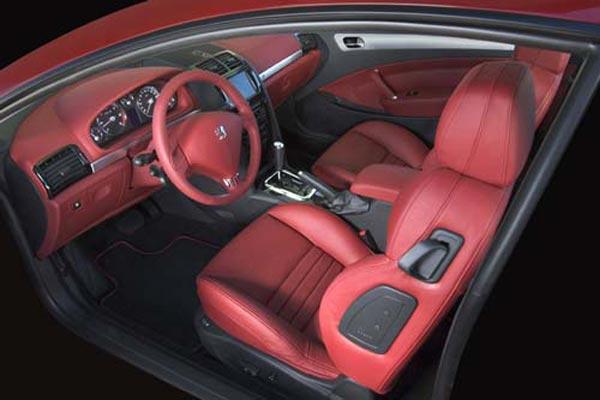 Интерьер салона Peugeot 407 Coupe