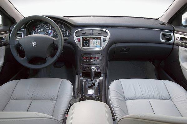Интерьер салона Peugeot 607