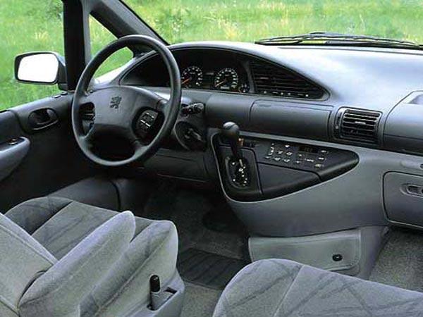 Интерьер салона Peugeot 806