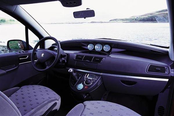 Интерьер салона Peugeot 807