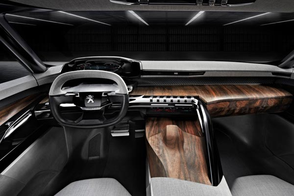 Интерьер салона Peugeot Exalt Concept