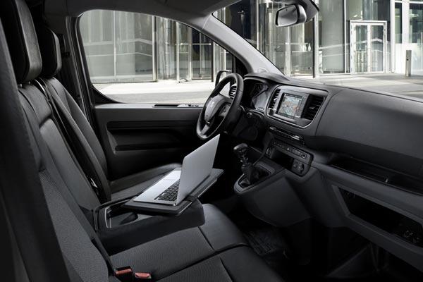 Интерьер салона Peugeot Expert