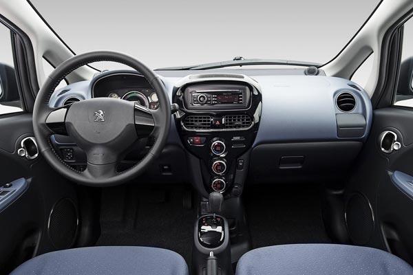 Интерьер салона Peugeot iOn