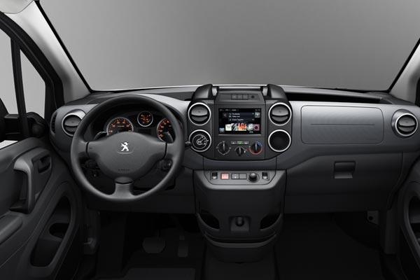 Интерьер салона Peugeot Partner Tepee
