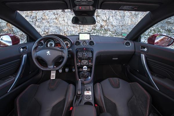 Интерьер салона Peugeot RCZ R